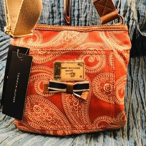 Tommy Hilfiger Small Crossbody.      NWT